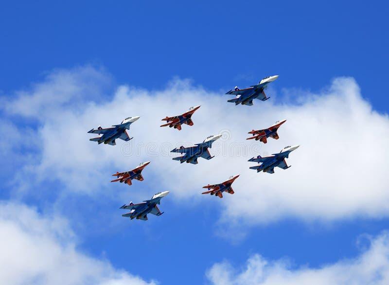 Bombardeiros táticos do russo em voo fotos de stock royalty free