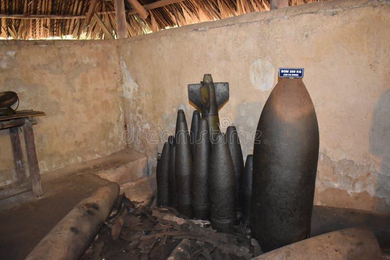 Bombarderar från vietnamkriget på Vietcong tunnelsystem i CuChi i Vietnam, Asien royaltyfria foton