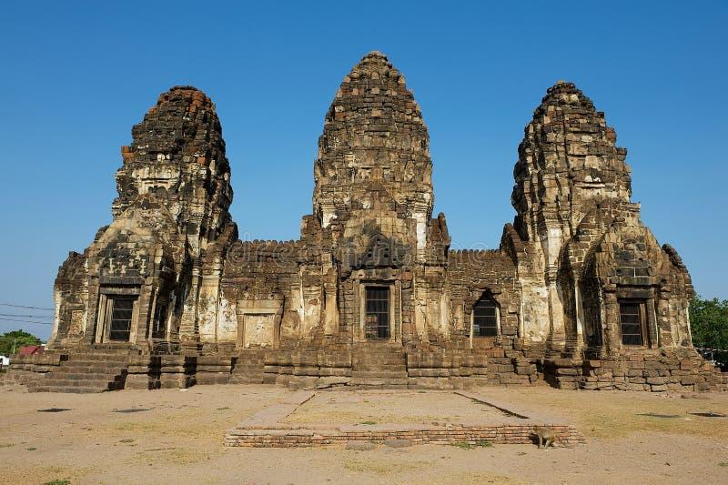 Bombardi Sam Yot, originalmente un santuario indù, convertito buddista in Lopburi, la Tailandia fotografia stock