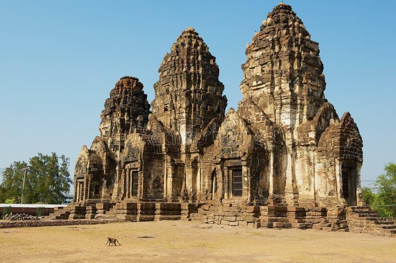 Bombardi Sam Yot, originalmente un santuario indù, convertito buddista in Lopburi, la Tailandia immagine stock