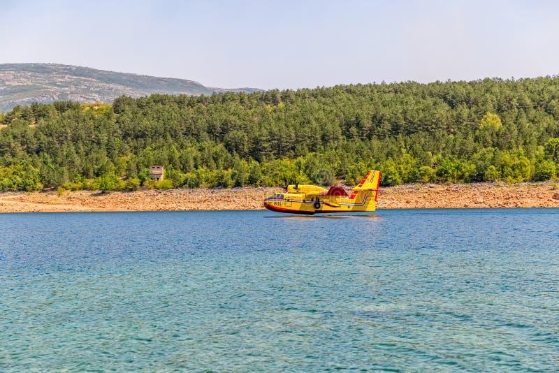 Bombardier amphibie de l'eau de Canadair image libre de droits