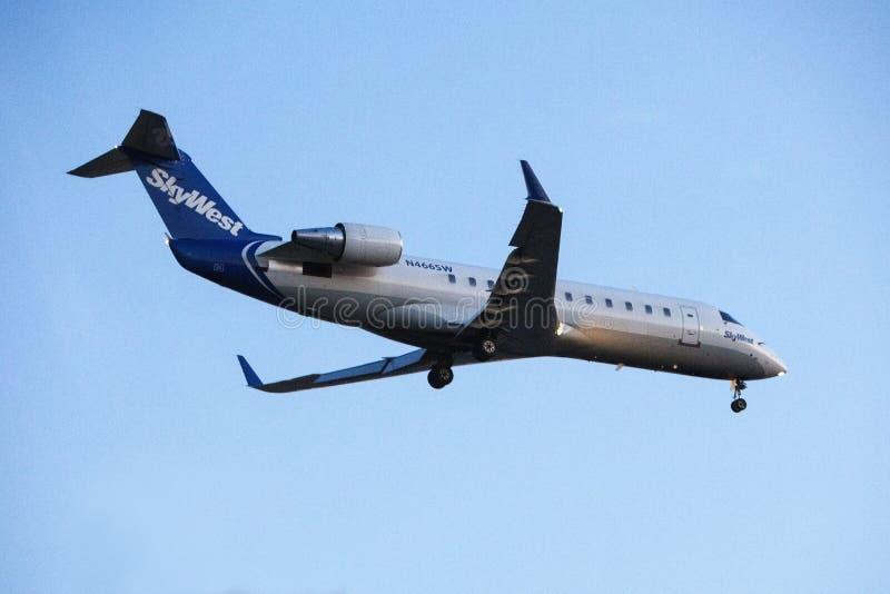 Bombardier CRJ-200LR de lignes aériennes de Skywest images libres de droits