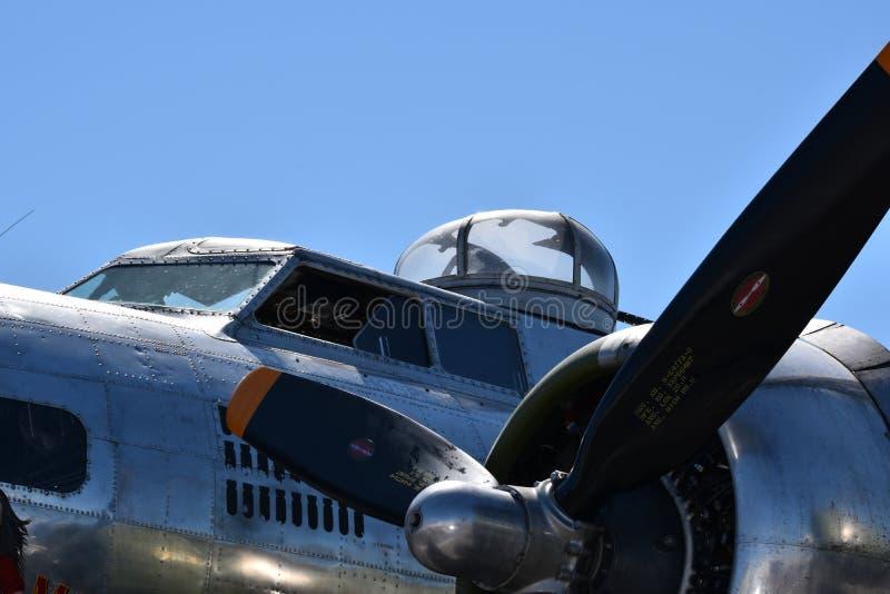 Bombardier lourd de forteresse de vol de B-17G photo stock