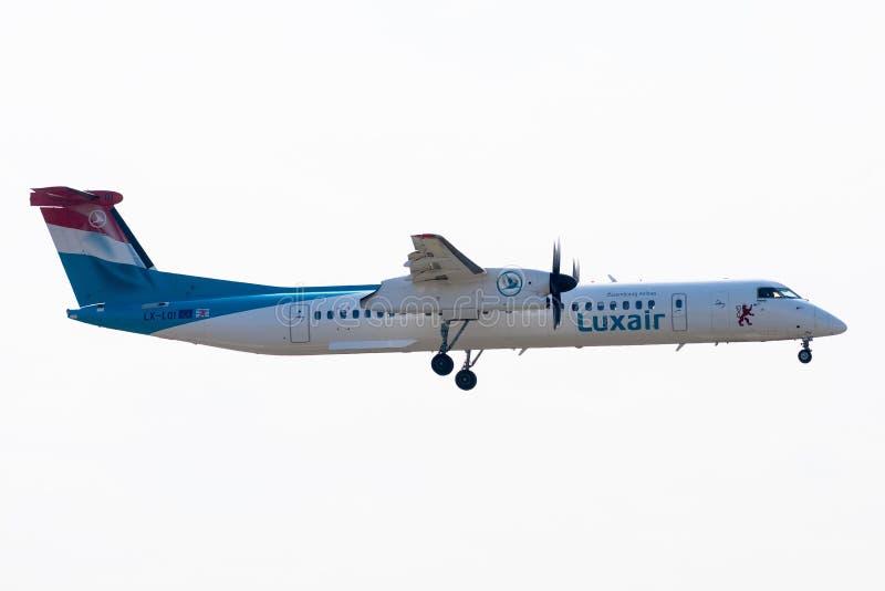 Bombardier Streepje 8-Q402 - 4534, gewerkt door Luxair - Luxemburg A stock foto