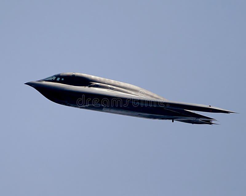 Bombardiere di azione furtiva B2 durante il volo immagine stock