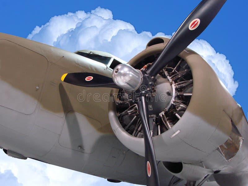Bombardiere nelle nubi immagine stock