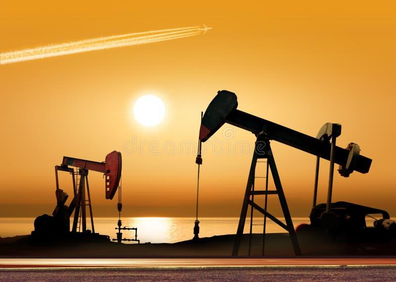 Bombas de petróleo de trabalho imagem de stock royalty free