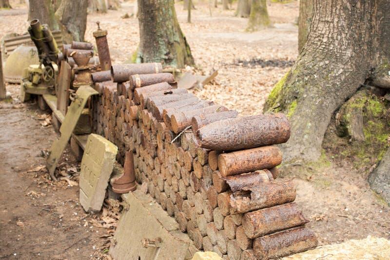 Bombas y granadas de la guerra mundial 1 en Flandes Bélgica imagen de archivo libre de regalías