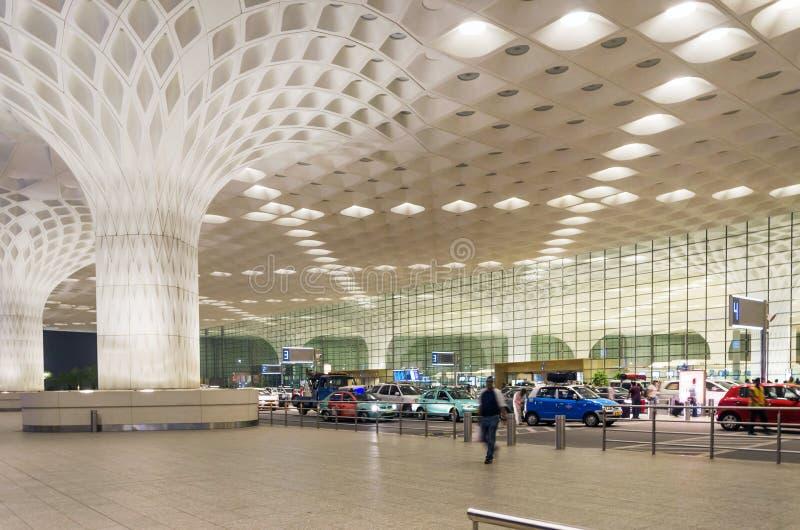 Bombay, la India - 5 de enero de 2015: Visita turística Chhatrapati Shivaji International Airport imagen de archivo