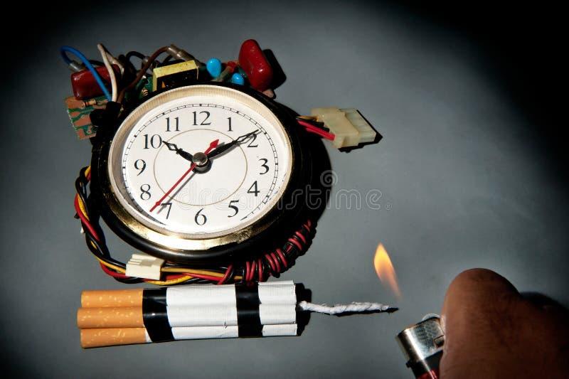Bombe à retardement malsaine de cigarettes photographie stock