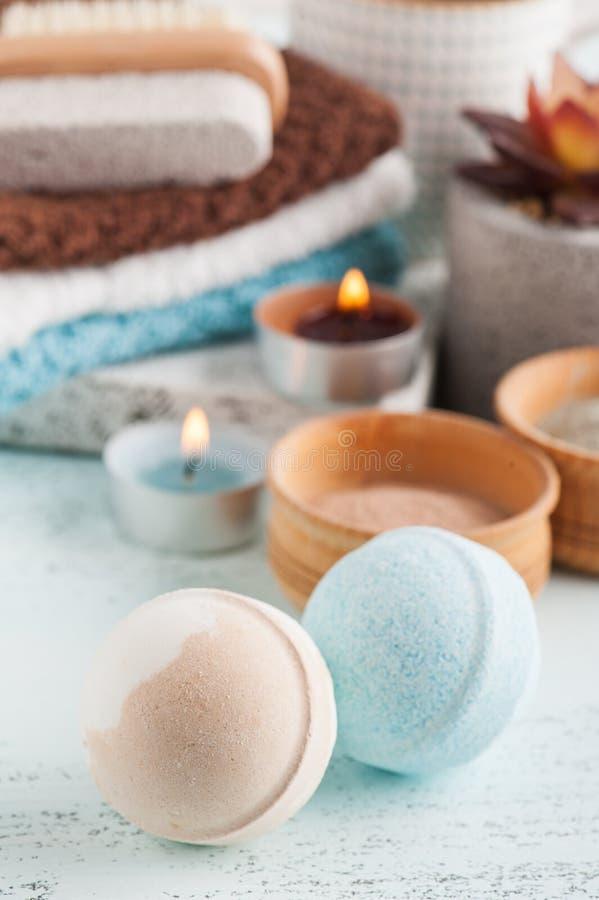Bombe del bagno e polvere marocchina dell'argilla immagine stock