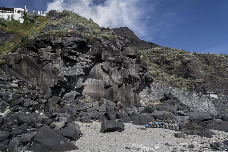 Bombe della costa e di gas della lava fotografia stock libera da diritti