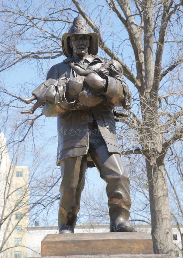 Bombero Tribute Statue St Louis imágenes de archivo libres de regalías
