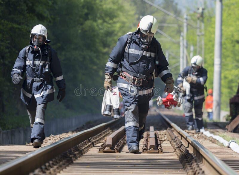 Bomberos del desplome de tren del petrolero fotografía de archivo libre de regalías