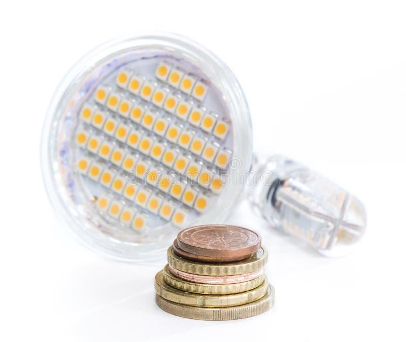 Bombilla del LED con el dinero europeo imagenes de archivo