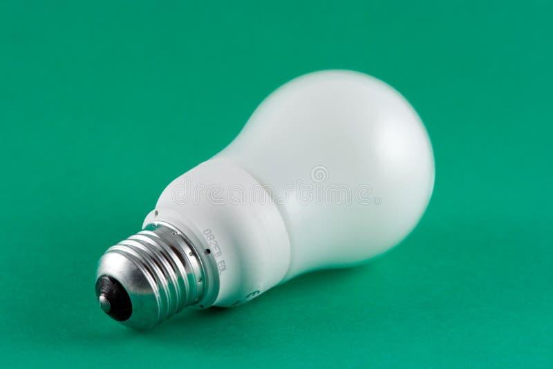 Bombilla verde de la energía imágenes de archivo libres de regalías