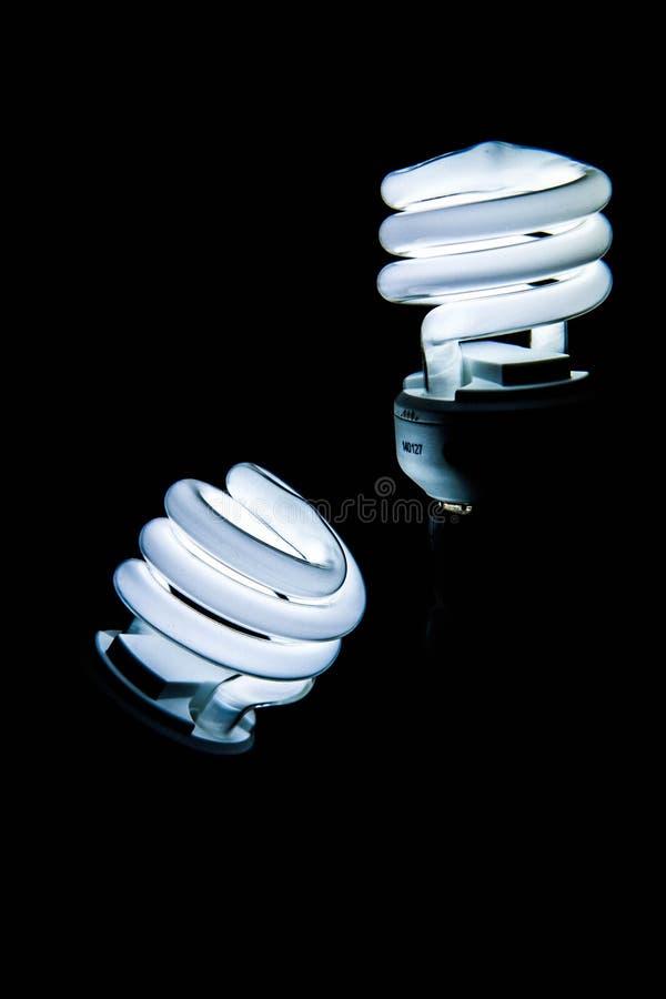 Bombillas ahorros de energía fluorescentes, luz en la oscuridad fotos de archivo