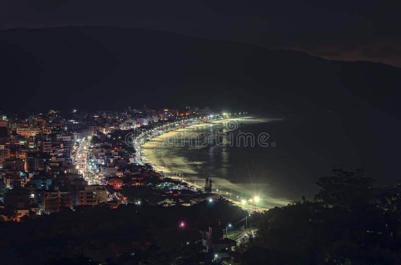 Bombinhas bij nacht royalty-vrije stock afbeelding