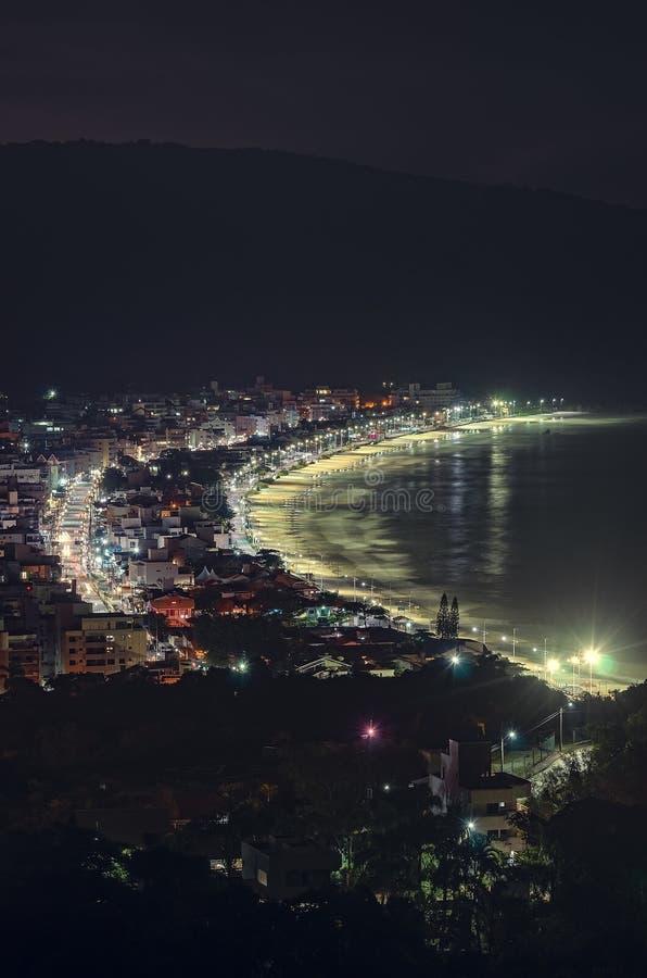 Bombinhas bij nacht stock fotografie
