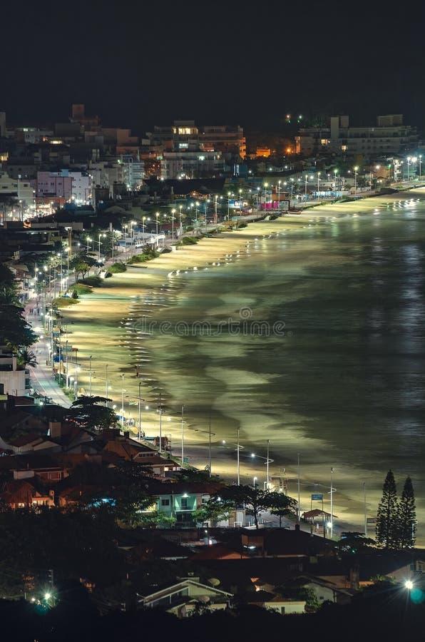 Bombinhas bij nacht stock foto