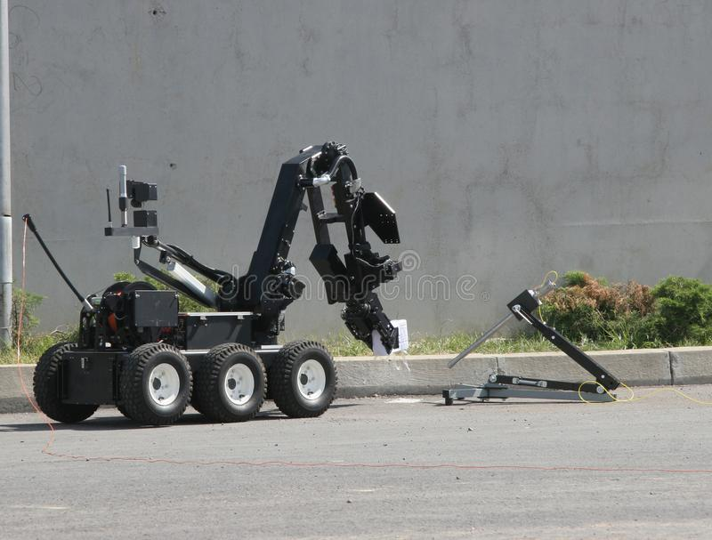 Bombowego usuwania robot rozbraja bombę wśrodku samochodu terroryści w mieście Sofia, Bułgaria na Sep, 11, 2007 zdjęcie royalty free