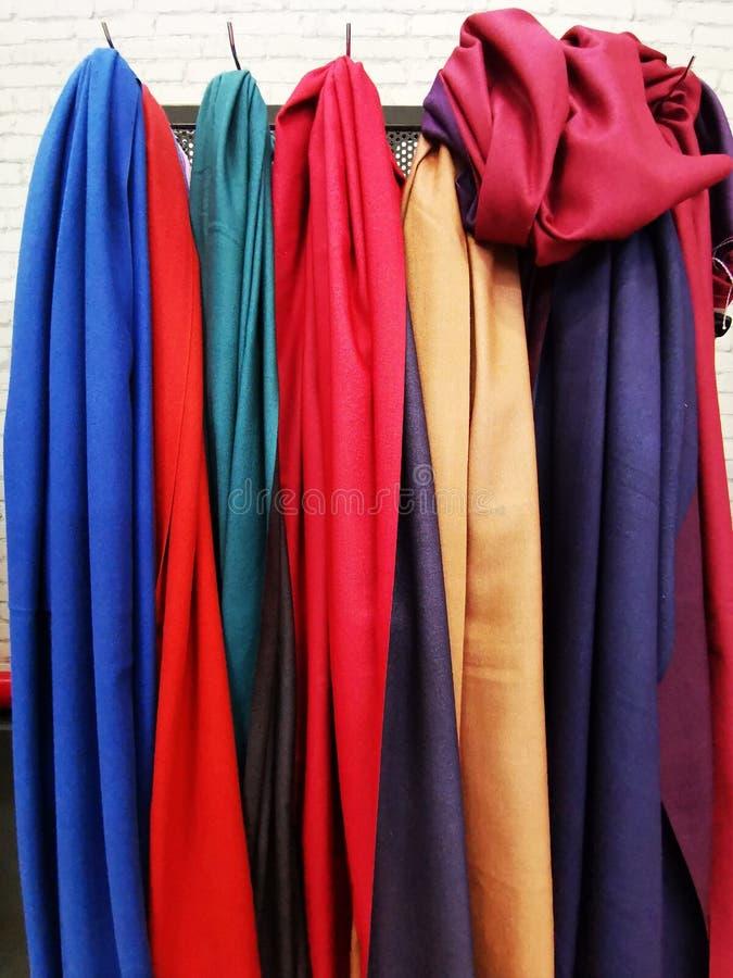 Bomull färgade scarves för kvinnor fotografering för bildbyråer