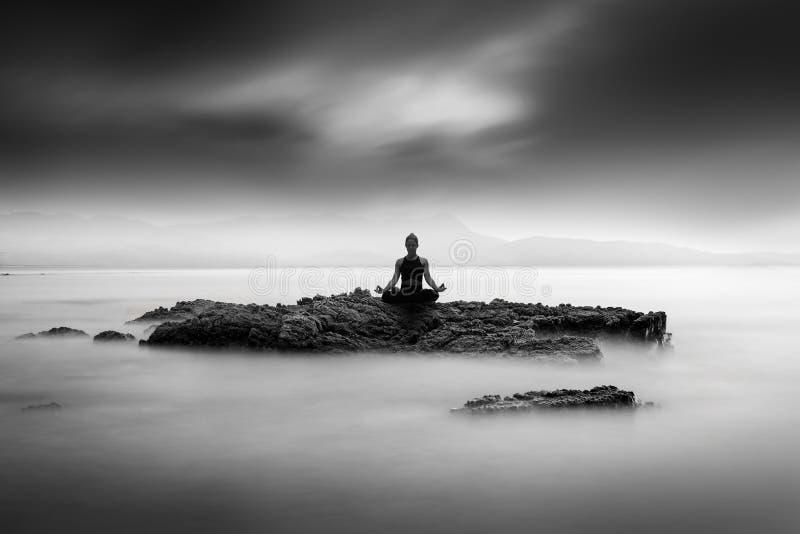 Bon Art Image de pratique en matière de yoga photo libre de droits