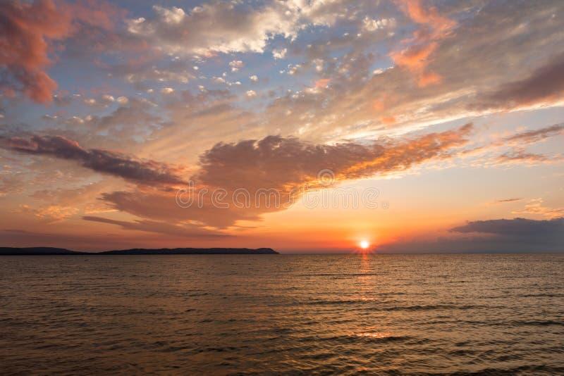 Bon coucher du soleil de baie de port - Leelanau Michigan images stock
