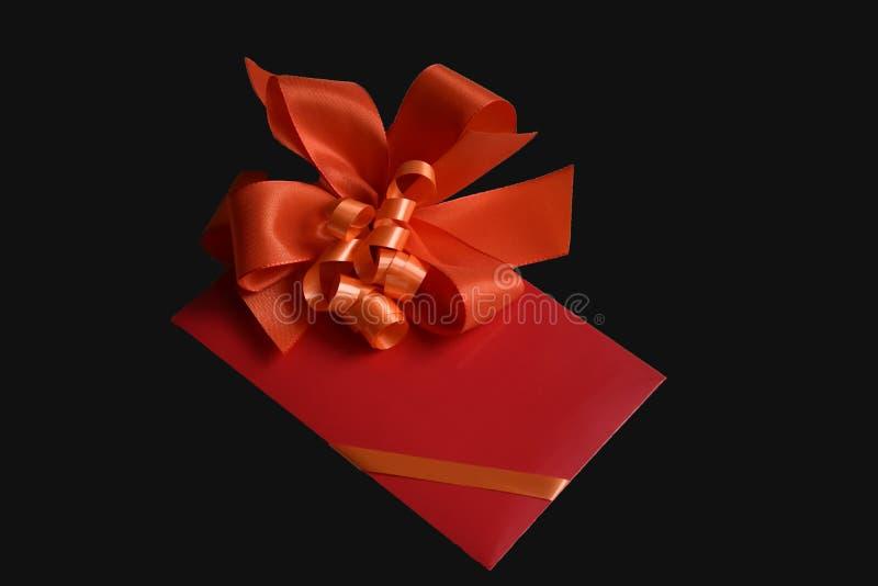 Bon de cadeau avec l'arc rouge images stock