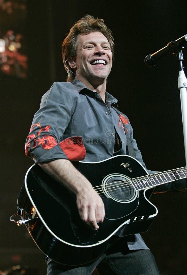 Bon Jovi presteert in overleg stock afbeelding