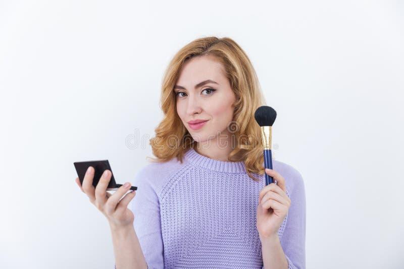 Download Bon Portrait D'artiste De Maquillage Image stock - Image du charme, balai: 76077803
