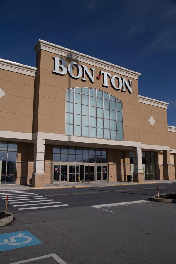 Bon-Ton Exterior Retail Store images stock