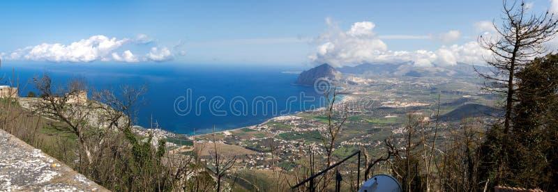 Bonagia (挂接Cofanor)视图海湾从Erice的 免版税库存图片