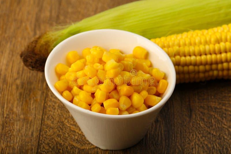 Bonbon in Büchsen konservierter Mais stockfotos