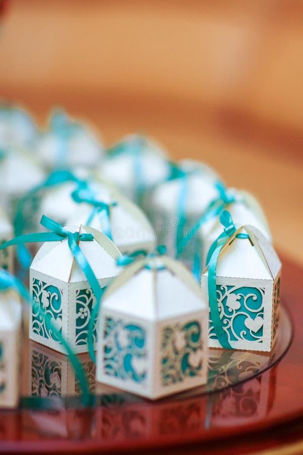 Bonbonnieres hermosos con las cintas imágenes de archivo libres de regalías