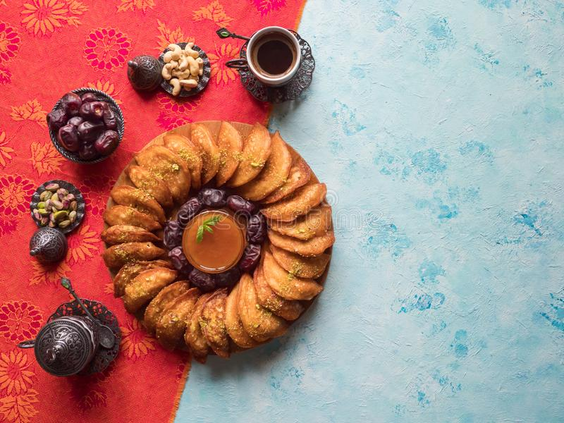 """Bonbons arabes Bonbons Arabes et biscuits égyptiens """"EL Eid à Qatayef, à Ghorayeba de Kahk """" Biscuits de festin islamique d'EL Fi image stock"""