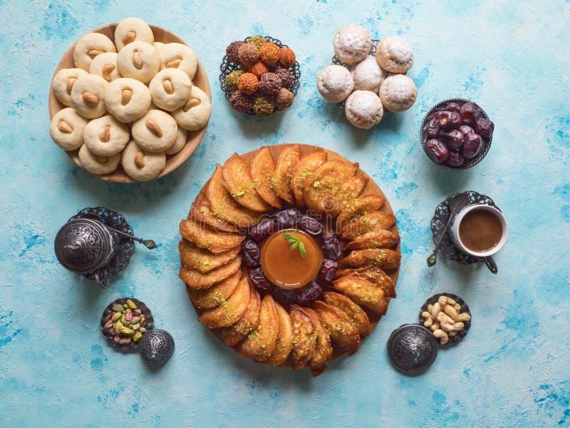 """Bonbons arabes Bonbons Arabes et biscuits égyptiens """"EL Eid à Qatayef, à Ghorayeba de Kahk """" Biscuits de festin islamique d'EL Fi images stock"""