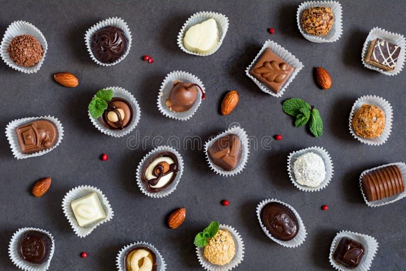 Bonbons au chocolat, chocolats fins, pralines et truffes photographie stock libre de droits