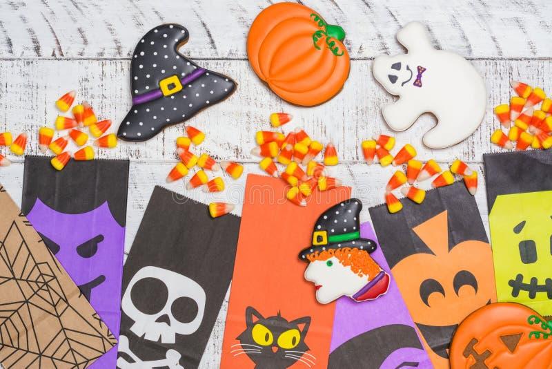 Bonbons au maïs et biscuits à Halloween image libre de droits