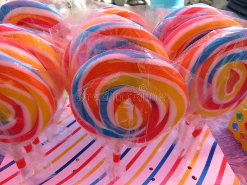 Bonbons délicieux d'belles couleurs et goût merveilleux images libres de droits