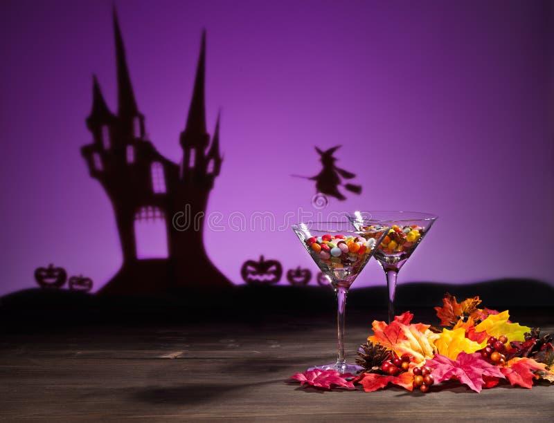 Bonbons dans l'arrangement de Halloween images stock
