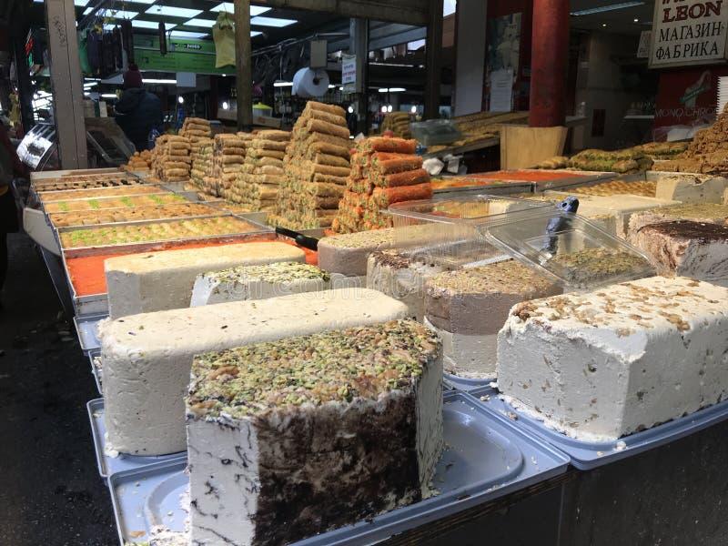 Bonbons dans le téléphone Aviv Market photographie stock