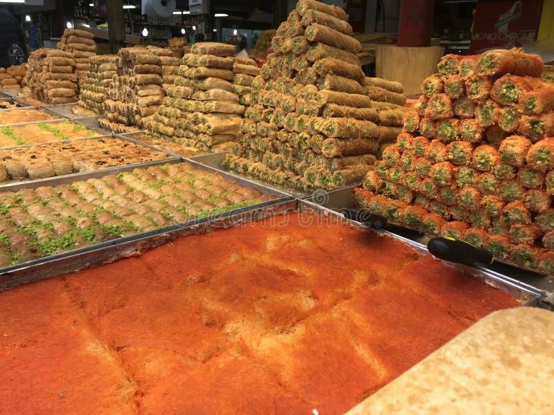 Bonbons dans le téléphone Aviv Market image stock