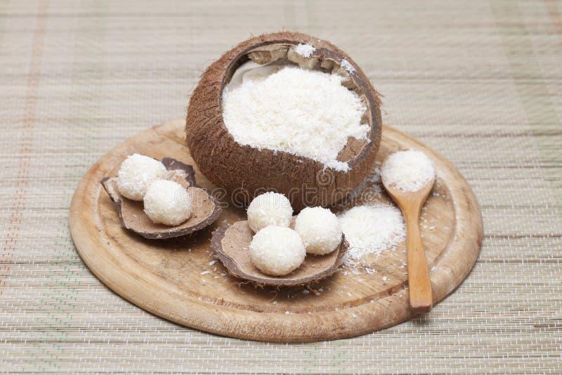 Bonbons faits à partir de la farine de noix de coco photo stock