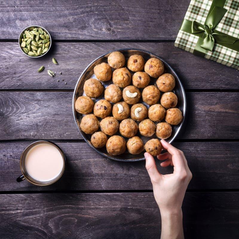 Bonbons indiens Besan Ladoo photos stock