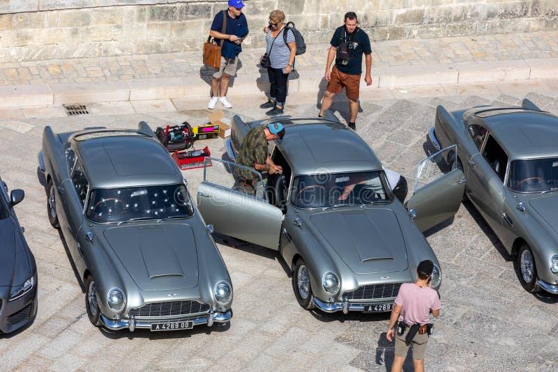 Bond 25, les voitures Aston Martin DB5 préparées pour tirer des scènes de chasse du film 'No Time to Die' à Sassi, Matera photographie stock libre de droits