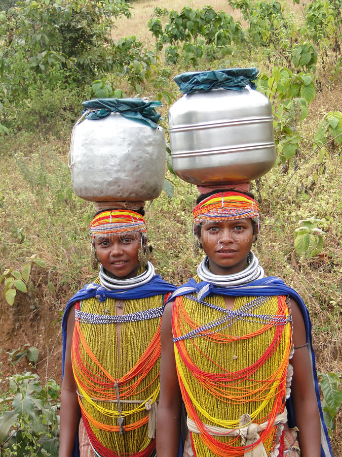 Bonda Stammes- Frauen werfen für Portraits auf lizenzfreie stockfotos