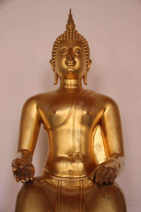 bondade Buda dourada de sorriso da cara no templo budista fotos de stock