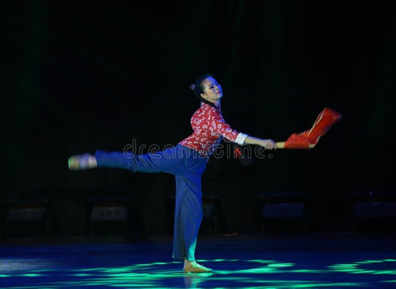 Bondaktig kvinna-medborgarefolkdans royaltyfri fotografi