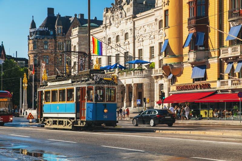Bonde azul velho em Éstocolmo central, Suécia imagem de stock